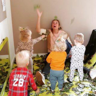 Speelgoedloze dag 🍁🌿. • • #kinderopvang#agrarischekinderopvang#boerderij#natuur#pedagogischmedewerker#kinderen#ouders#speelgoedlozedag#kosteloosmateriaal
