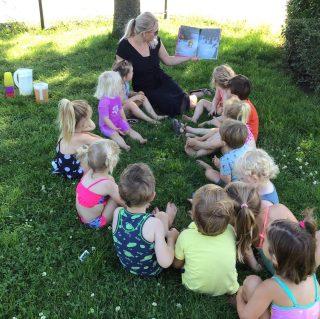 Boekjes lezen in de tuin 📚 #summer#buitenleven#natuur#sun